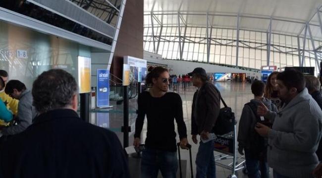 Cacares havaalanında!