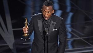 Ali, Oscar kazanan ilk Müslüman oyuncu oldu