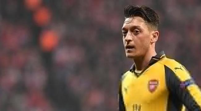 Mesut Özil Barcelona'da