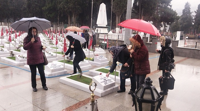 CHP'li kadınlar  ve gençler şehitleri unutmadı