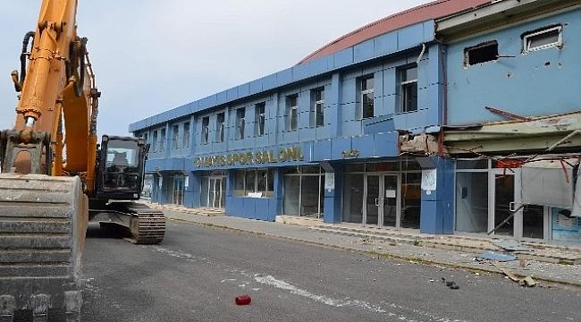 Trabzon'da yarım asırlık spor salonu yıkılıyor