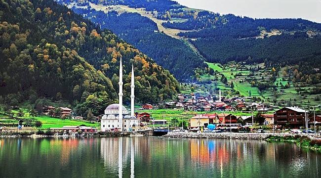 Trabzon'da Tatilciler, Uzungöl'e Akın Etti