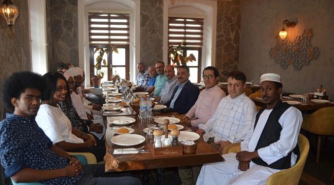 Trabzonlu büyükelçi tatilde de çalışıyor