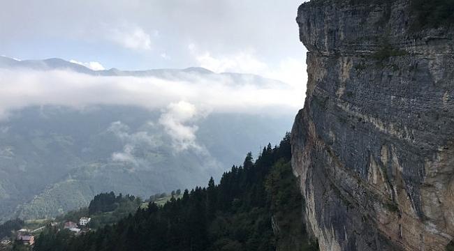 Herkes bu kayayı görmeye geliyor