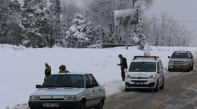 Bölgede kar yolları kapattı
