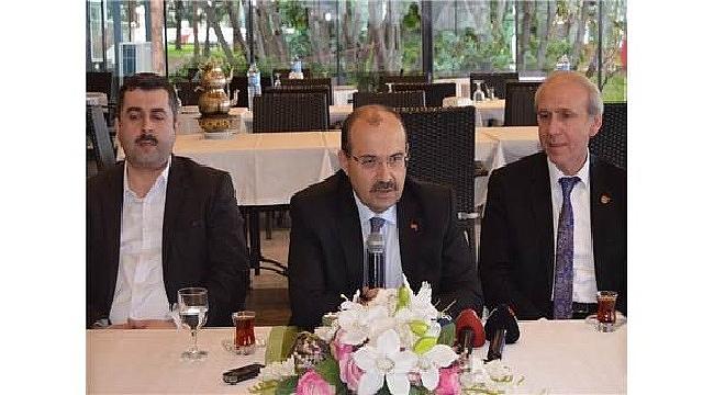 Trabzon Valisi Ustaoğlu, gazetecilerle bir araya geldi