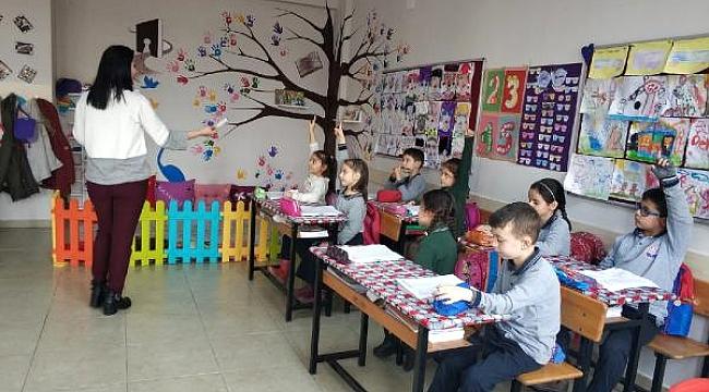 Anneler 'Öğretmen' Olarak Derslere Giriyor
