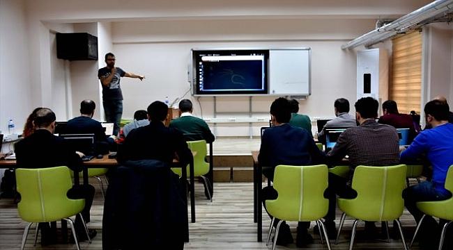 Siber Güvenlik Uzmanı Yetiştirmek İçin Eğitim Aldılar