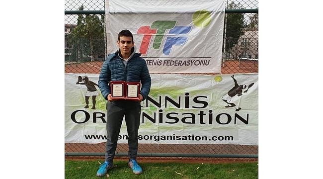 Trabzon'un gençleri teniste de şampiyon
