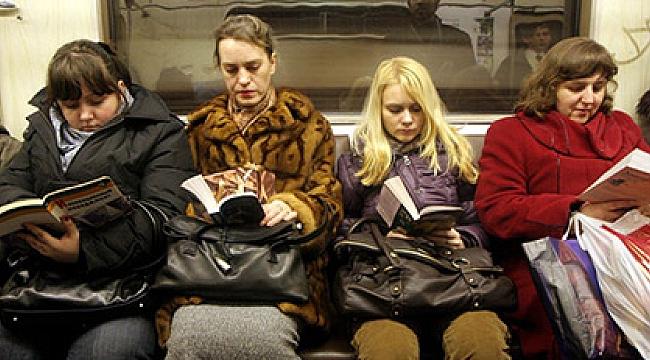 Ruslar kitap okumaktan vazgeçmiyor