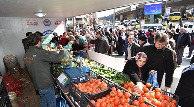 Trabzonlu ucuz sebze meyveye akın etti