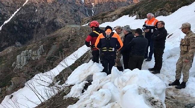 Uçurumdan yuvarlanan Anadolu Ajansı muhabiri hala bulunamadı