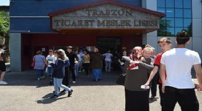 Trabzon'da 8 bin 600 öğrenci LGS'de ter döktü