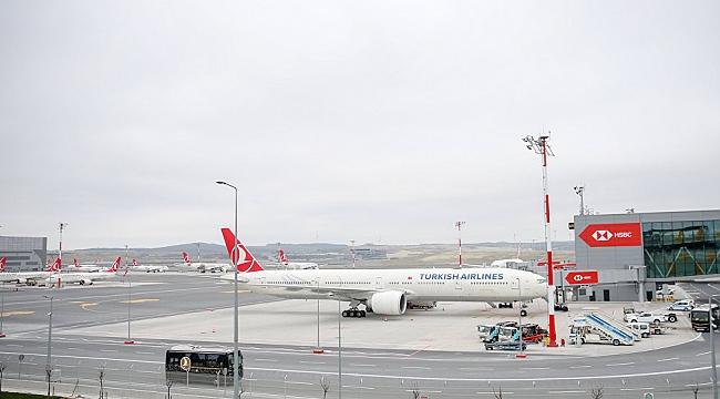 İstanbul Havalimanı'na inen uçak kuş sürüsüne çarptı