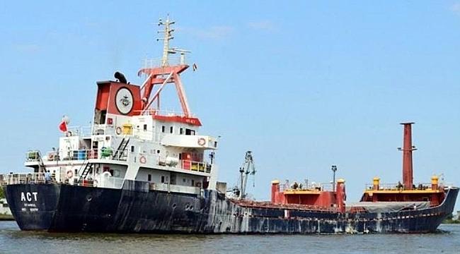 Türk gemisine korsanlar saldırdı: 10 denizci rehin