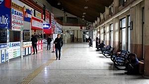 Trabzon'da seferler durdu, firmalar kepenk indirdi