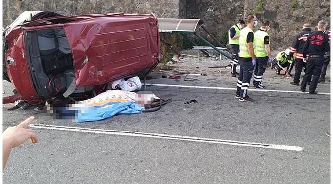 Trabzon'da minibüs durağa çarptı! Ölü ve yaralılar var