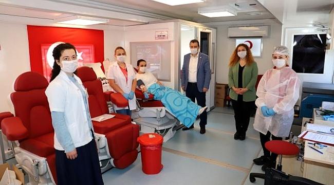 Kovid-19'u yenen doktor immün plazma bağışçısı oldu