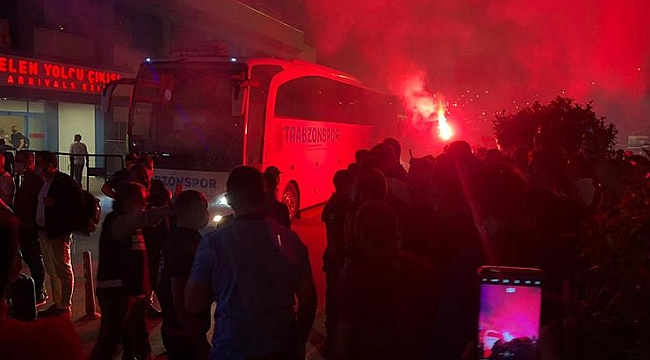 Trabzonspor'a meşaleli karşılama!