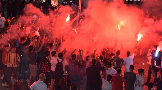 Trabzon şehrinde Türkiye Kupası sevinci! Meydan doldu taştı .