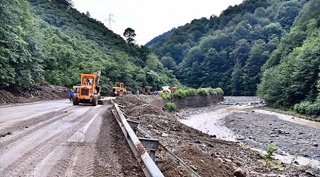 Trabzon'da heyelan nedeniyle kapanan yollar açıldı
