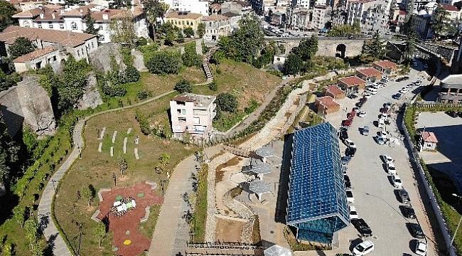 Trabzon'da kentsel dönüşümün ortasında kaldı