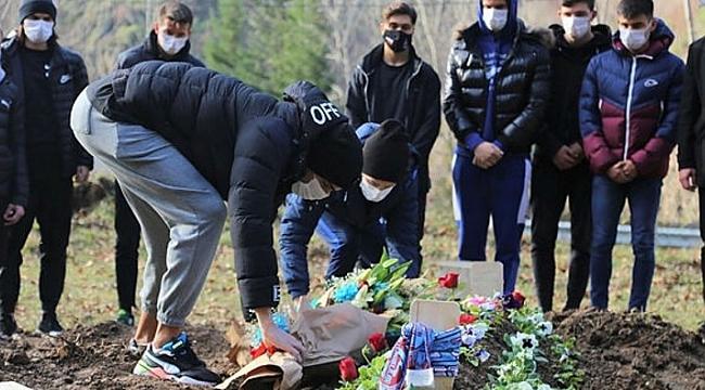 Özkan Sümer'in mezarını ziyaret ettiler