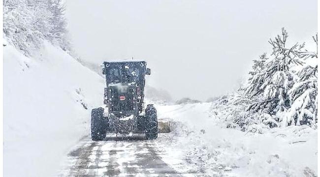 Karadeniz'de kar nedeniyle 71 köy yolu kapandı