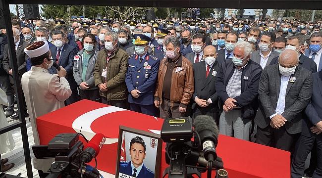 Türk Yıldızları'nın şehit pilotu son yolculuğuna uğurlandı