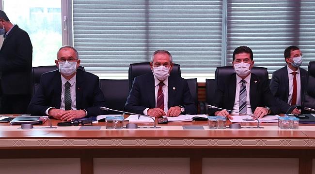CHP'li Kaya, birden fazla yerden maaş alan yöneticilere seslendi: Gençlerimiz sizin yüzünüzden işsiz