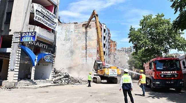 Çömlekçi'deki otellerin yıkımına başlandı