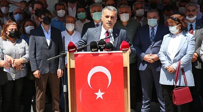 Yomra'da silahlı saldırıya kınama! Belediye önünde açıklama
