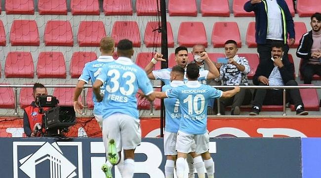 Bakasetas atıyor Trabzonspor kazanıyor! 18 puanın 17'sine katkı...