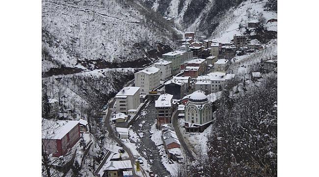 Trabzon'da yaylada yıkım gerginliği! Vatandaşlar yolu kapattı