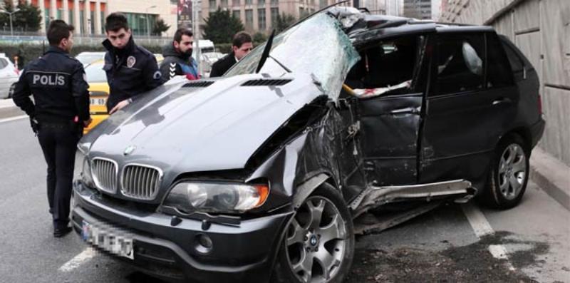 Ferdi Tayfur'un yeğeni ile reklam oyuncusu Maslak'ta kaza geçirdi