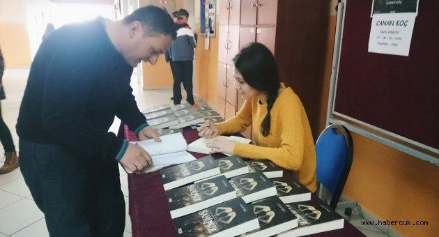 Liseli Canan, İnternette Paylaştığı Romanıyla Yazarlığa Adım Attı