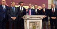 CHP'li Pekşen fındığı Meclis'e taşıdı