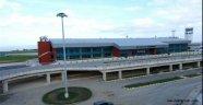 Trabzon Havalimanı'nda AK Parti aracına saldırı