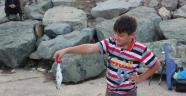 Afganlı Çocukların Balık Sevinci