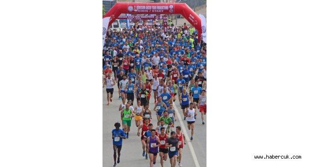 Trabzonlu baba ve kızları maratona damga vurdu