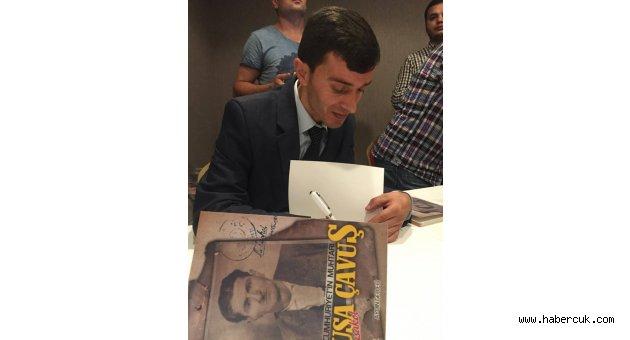 Trabzonlu gazeteci kitabını imzaladı