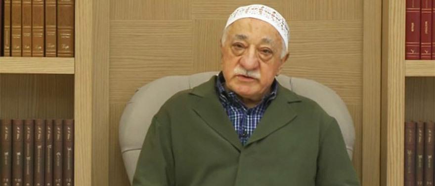 Fethullah Gülen 15 Temmuz'un sinyalini kıyafetiyle mi verdi?