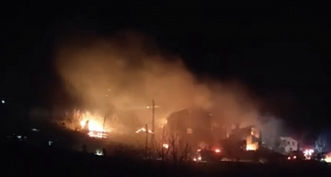 Araklı'da büyük yangın, 6 ev yandı