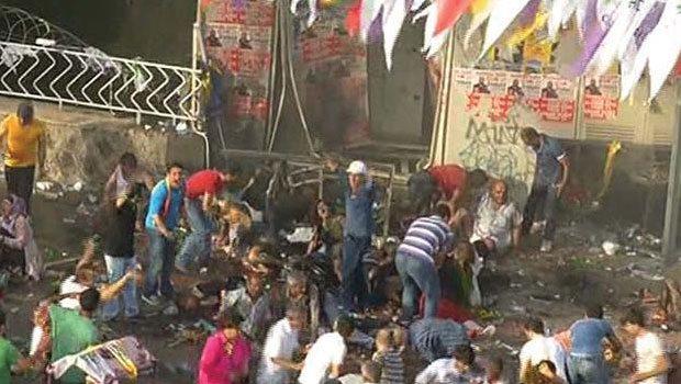 HDP'nin Diyarbakır miting alanındaki patlama anı