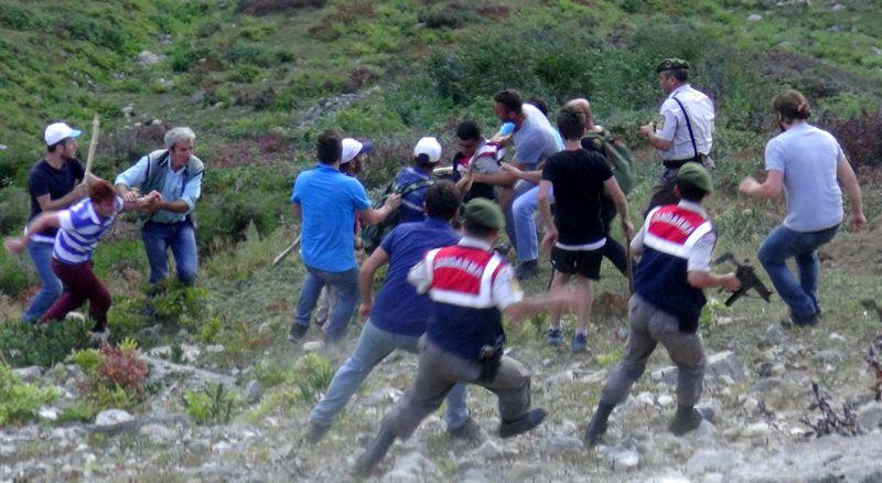 Rize'de tepki çeken olay! Köylüler Askerleri Dövdü !